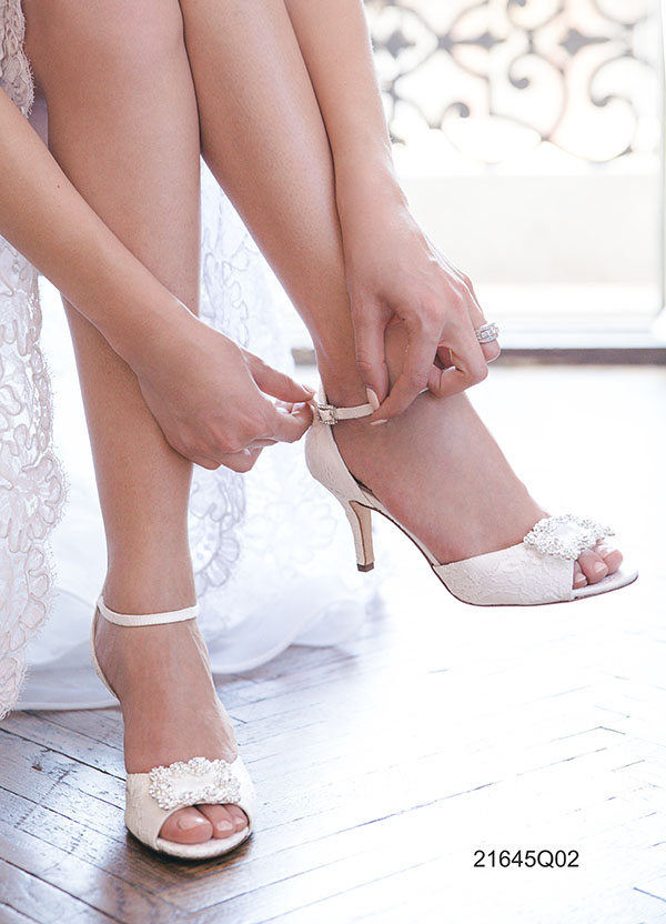 Dove Comprare Scarpe Da Sposa.Scarpe Da Sposa Busto Arsizio Dea Spose Atelier Abiti Da Sposa